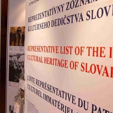 Mobilná výstava o prvkoch zapísaných v Reprezentatívnom zozname nehmotného kultúrneho dedičstva Slovenska.