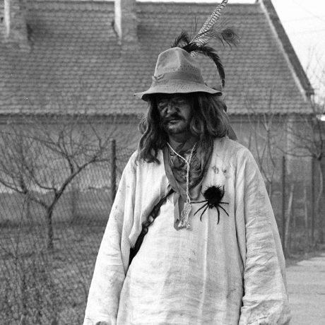 Muž vo fašiangovej maske. Borský Mikuláš. © Tibor Szabó, 1988