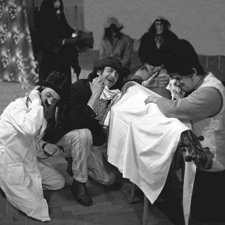 Oplakávanie a pochovávanie basy. Utekáč. © Tibor Szabó, 1978
