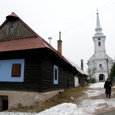 Kostol v obci Šumiac
