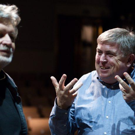 Juraj Hamar s režisérom počas nakrúcania dokumentárneho filmu k nominácii v priestoroch SĽUK-u. Foto: Michal Veselský.