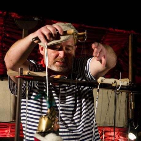 Ivan Gontko pri príprave na predstavenie. Foto: Michal Veselský.