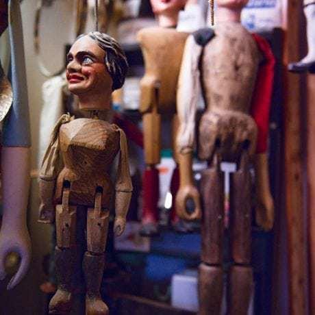 Bábky z dielne Antona Anderleho v Banskej Bystrici. Foto: Michal Veselský.