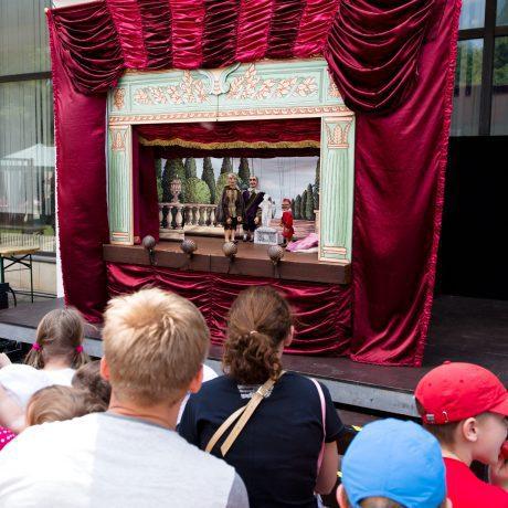 Scéna divadla Tyjátr počas medzinárodného dňa detí v SĽUK-u. Foto: Michal Veselský.