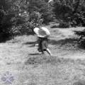 Cestou na horské lúky. Zborov nad Bystricou, okr. Čadca. Archív negatívov Ústav etnológie SAV. Foto A. Pranda, 1975.