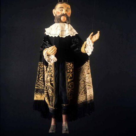 Bábka grófa zo zbierky A. Anderleho (Banská Bystrica), 1989. Archív diapozitívov Ústavu etnológie SAV. Foto H. Bakaljarová