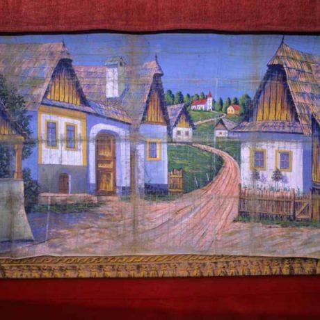 Pozadie scény bábkového divadla. Zo zbierky A. Anderleho (Banská Bystrica). Vedecký archív ÚEt SAV