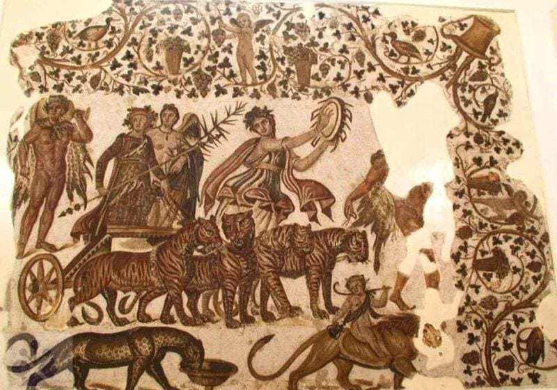 Antické zobrazenie Bakchusa na Mozaike v meste Sousse, Tunis. Prevzaté z http://traumwerk.stanford.edu/philolog/Bacchus-Sousse.jpg