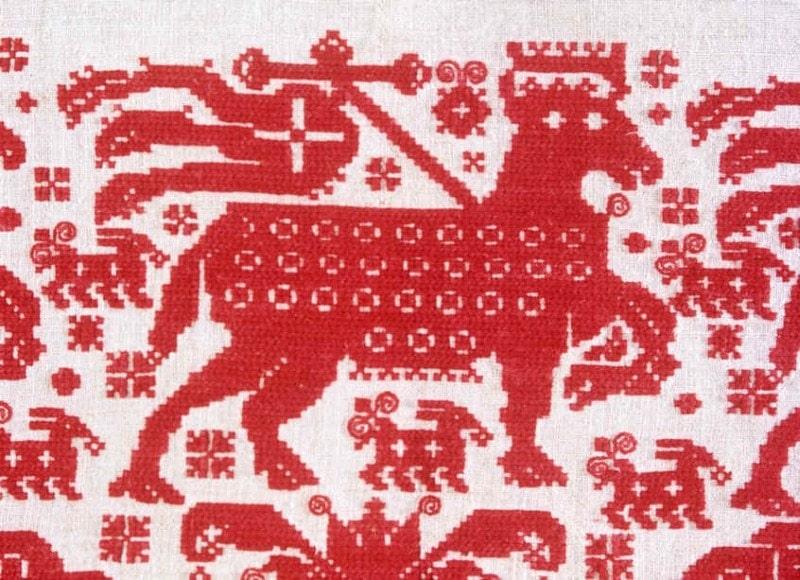 Baránok boží. Detail z krížikovej výšivky na  kútnej plachte. Viničné (okr. Pezinok),1897. Foto H. Bakaljarová