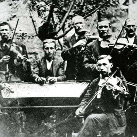 Cimbalová hudba z Podkoníc (okres Banská Bystrica), 1924. Vedecký archív ÚEt SAV.