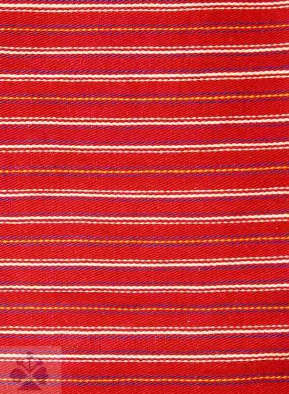Ripsová tkanina, nazývaná činovať. Pohorelá (okr. Brezno), 1960. Archív negatívov Ústavu etnológie SAV v Bratislave. Foto H. Bakaljarová.