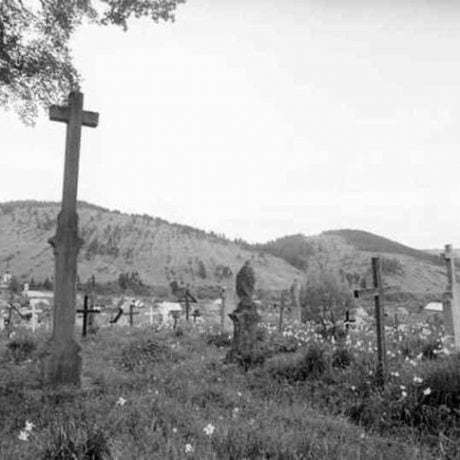 Cintorín. Krušetnica (okr. Dolný Kubín), 1970. Archív negatívov Ústavu etnológie SAV v Bratislave. Foto: J. Botík