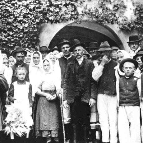 Dožinkové oslavy na Zay-uhroveckom panstve pred rokom 1918. Archív negatívov Ústavu etnológie SAV Bratislava