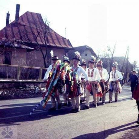 Fašiangoví klátnici pri obchôdzke obce Fačkov (okr. Žilina). Foto H. Bakaljarová