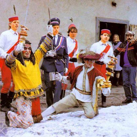 Obchôdzka Turkov. Štefanov (okr. Senica), 1988. Archív diapozitívov Ústavu etnológie SAV v Bratislave. Foto: H. Bakaljarová