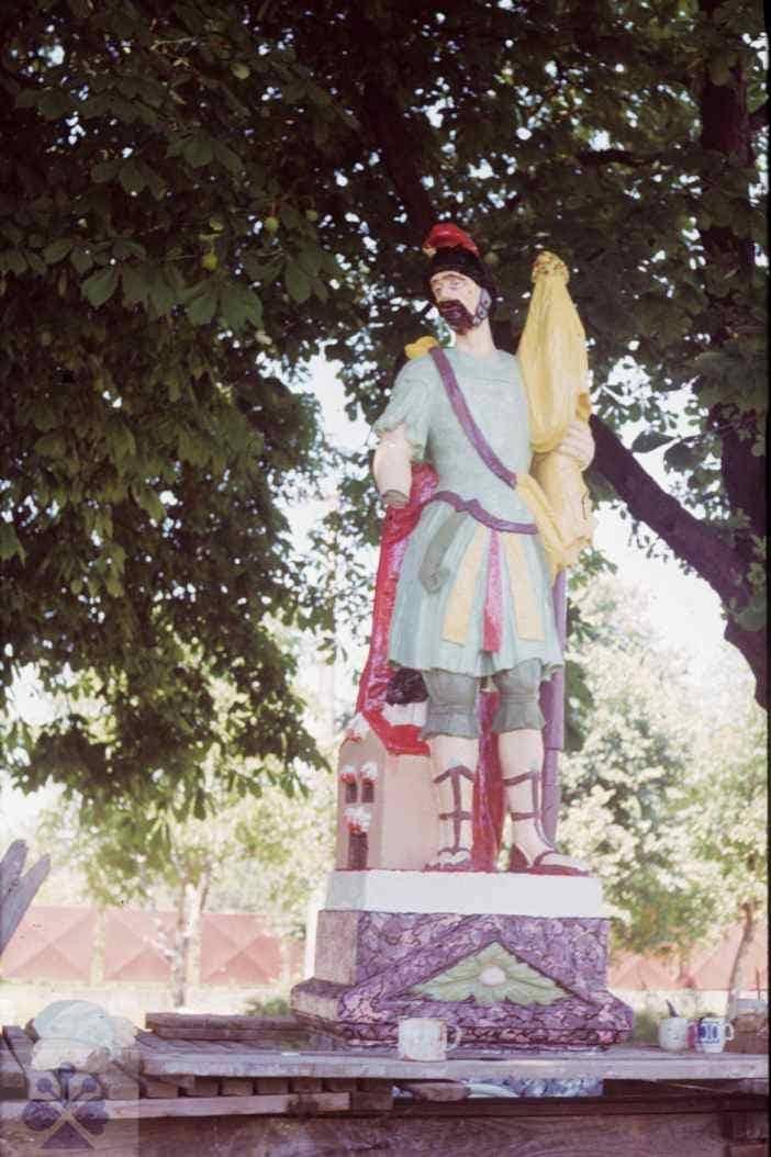 Socha svätého Floriána. Práca vidieckeho kamenára z 19.storočia. Lozorno, okr. Malacky. Foto O. Danglová