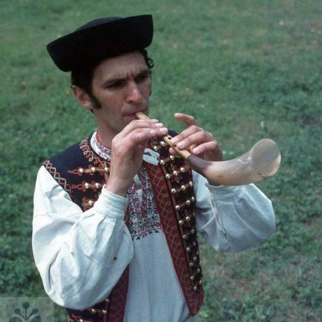 Hráč na gajdicu. M. Kandráč z Krásnej Lúky (okr. Sabinov). Vedecký archív ÚEt SAV