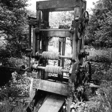 Gáter (strojové zariadenie zaniknutej píly) vyrobený v Krompachoch pred rokom 1914. Súkromný archív M. Kaľavského. Foto M. Kaľavský.