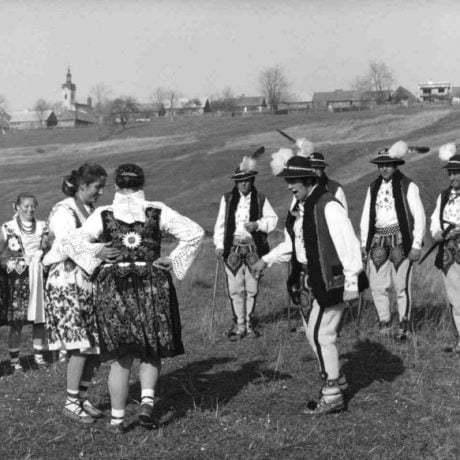 Goralský tanec. Hladovka (okr. Tvrdošín). Vedecký archív ÚEt SAV, foto T. Szabó 1977.
