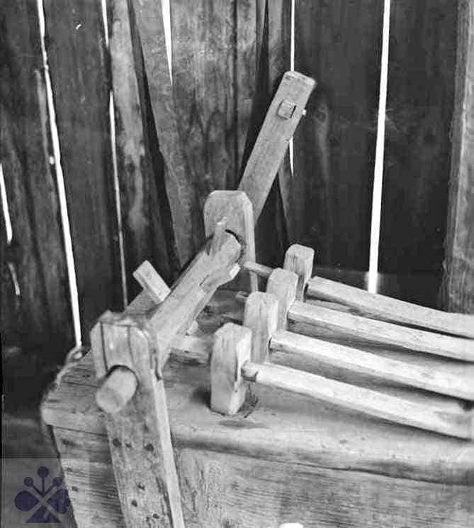 Detail veľkonočného rapkáča. Pichne (okr. Humenné), 1974. Archív negatívov Ústavu etnológie SAV v Bratislave. Foto: M. Hvizd