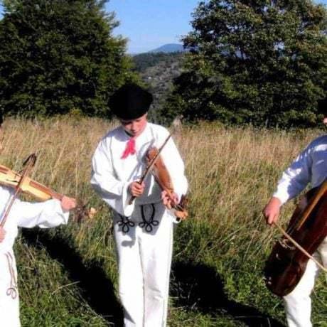 Detská husľová muzika z Horného Kelčova (okr. Čadca). Foto O. Elschek 2006.
