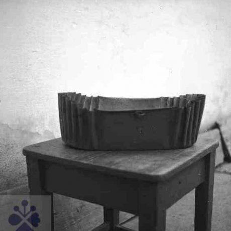 Forma na koláč. Telgárt (okr.Banská Bysrtica), 1962. Archív negatívov Ústavu etnológie SAVv Bratislave. Foto: M. Markuš.