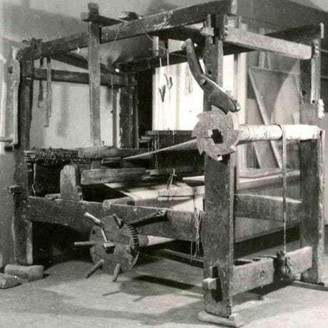 Rámové krosná remeselného tkáča. Tkáč z Dolného Lopašova (okr. Piešťany)