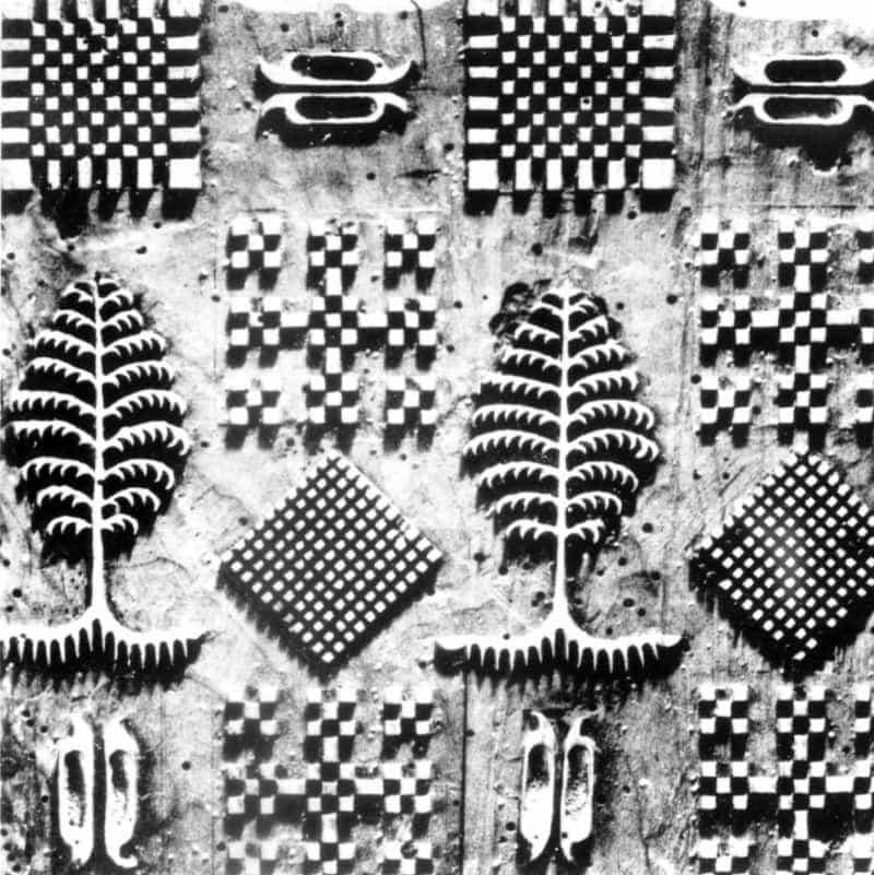 Celodrevená forma na potláčanie látky používaná v modrotlačiarskej dielni v Kežmarku, 1860. Prevzaté z Vydra, J.: Ľudová modrotlač na Slovensku. Bratislava 1954, s. 45