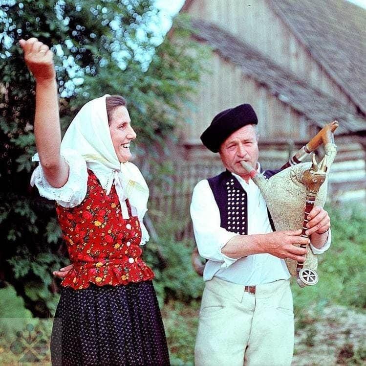 A. Rusnáková a J. Zboroň z Oravskej Polhory (okr. Námestovo), 70. roky 20. storočia. Foto T. Szabó.