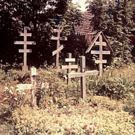 Pravoslávne kríže na cintoríne. Šumiac (okr. Banská Bystrica)