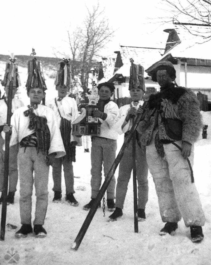 Betlehemci z Heľpy (okr. Brezno), 1942. Archív negatívov Ústavu etnológie SAV v Bratislave. Foto: M. Kosová