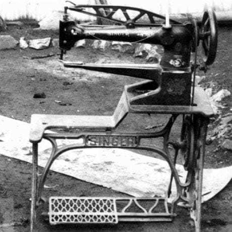 Obuvnícky šijací stroj Singer, 30. roky 20. storočia. Súkromný archív M. Kaľavského. Foto M. Kaľavský.