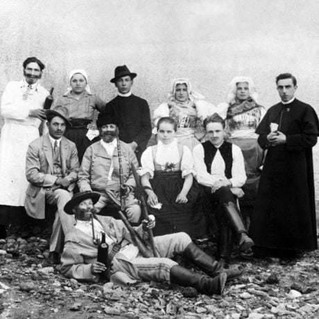 Divadelný krúžok Cerová-Lieskové (okr. Senica), 1934. Archív negatívov Ústavu etnológie SAV, reprodukcia.