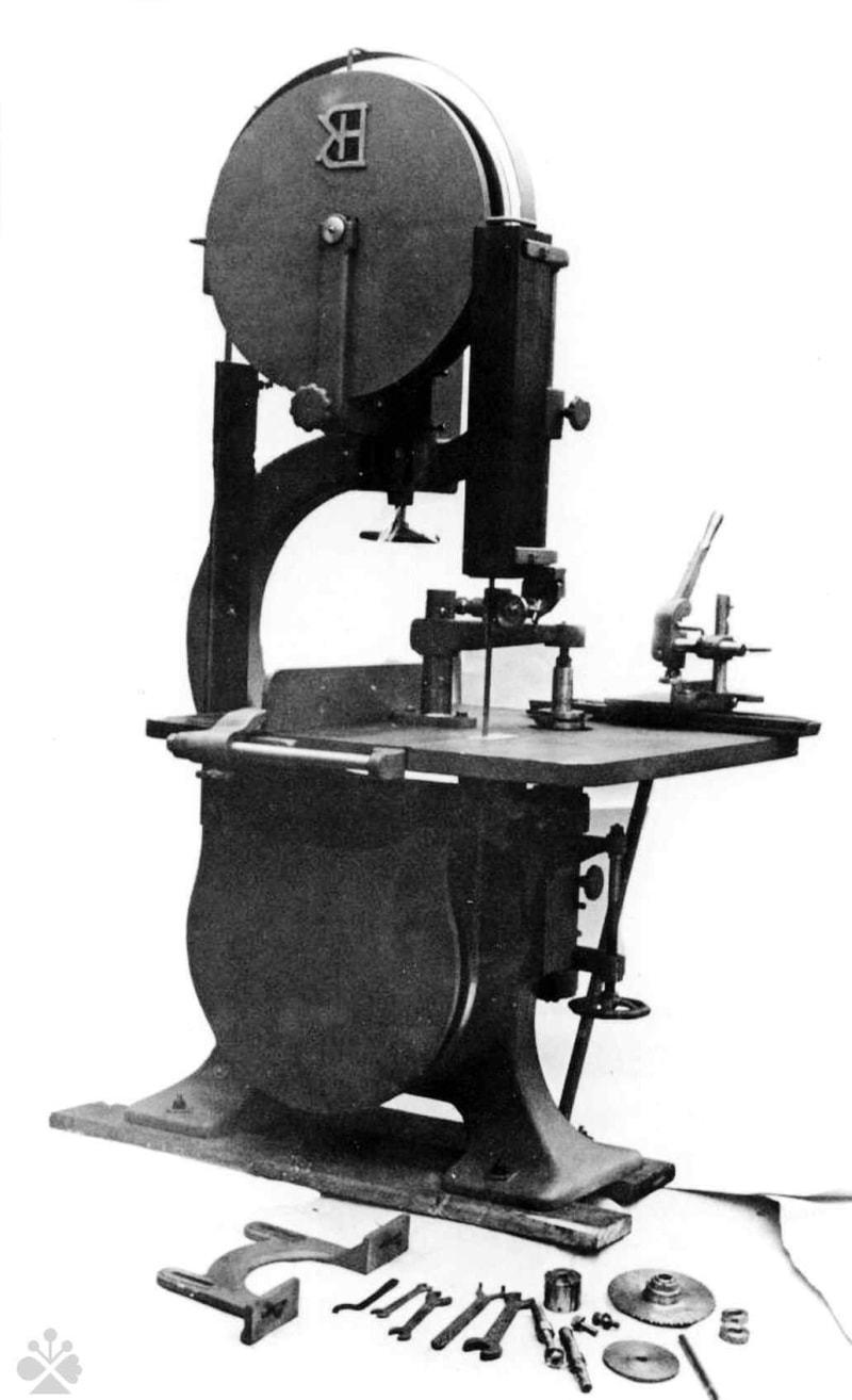 Pásová píla používaná v stolárskych dielňach na Slovensku. Súkromný archív M. Kaľavského. Foto M. Kaľavský.
