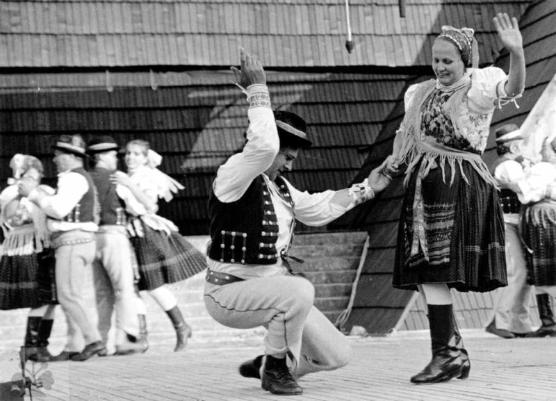 Dribna. Folklórna skupina z Kyjova (okr. Stará Ľubovňa). FSP Detva, Vedecký archív ÚEt SAV, foto T. Szabó 1987.