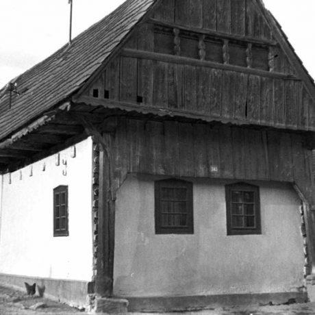 Prístenné stĺpy, Dobšiná, okr. Rožňava, 1962. Foto: Anna Kostková. Archív negatívov Ústavu etnológie SAV v Bratislave
