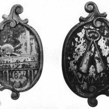 Pohrebná zvolávacia tabuľka (predná a zadná strana) cechu súkenníkov v Žiline z roku 1824. Archív M. Kaľavského