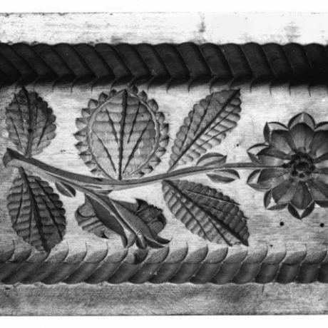Forma na maslo zdobená rezbou. Slovensko, 1. polovica 20. storočia. SNM Etnografické múzeum v Martine. Foto: O. Vlková