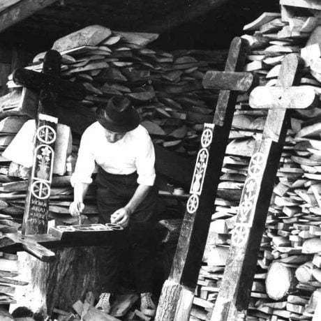 Výrobca krížov. Detva, 1962. Archív pozitívov  Ústavu etnológie SAV. Foto: O. Nehera