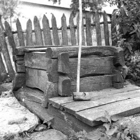 Studňa, Senohrad, okr. Zvolen, 1961. Foto: Jana Kleinová. Archív negatívov Ústavu etnológie SAV v Bratislave