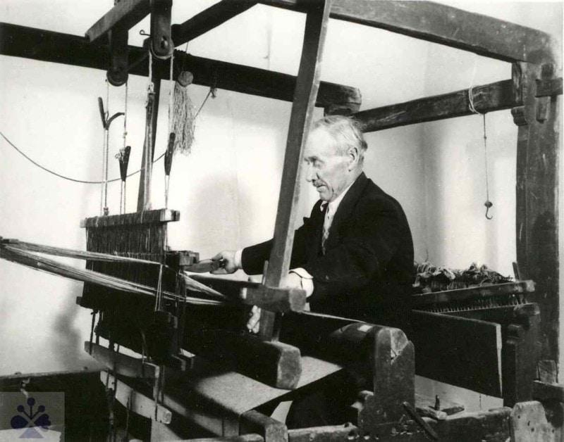 Tkáč z Dolného Lopašova (okr. Piešťany), 1967. Západoslovenské múzeum v Trnave. Foto A. Krivdivá, 1967.