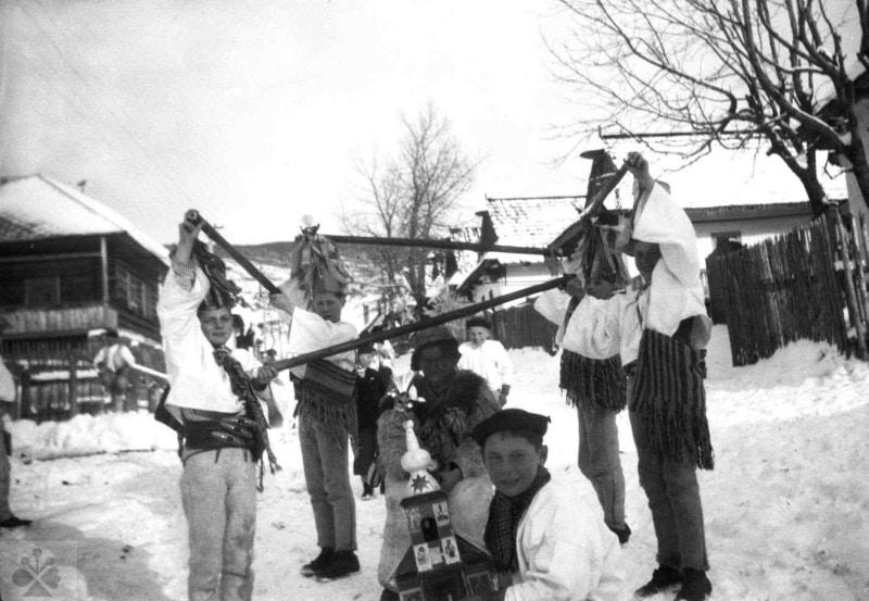 Betlehemci z Heľpy (okr. Brezno), 1942. Archív negatívov Ústavu etnológie SAV. Foto M. Kosová