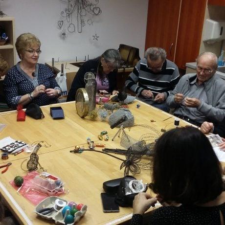 Stretnutie klubu drotárov Džarek, ktorý pôsobí pri ÚĽUV-e. Foto: Eva Záhumenská